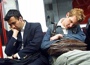 Schlafende Pendler: Langer Arbeitsweg hat seinen Preis (Foto: FlickrCC/Mole)