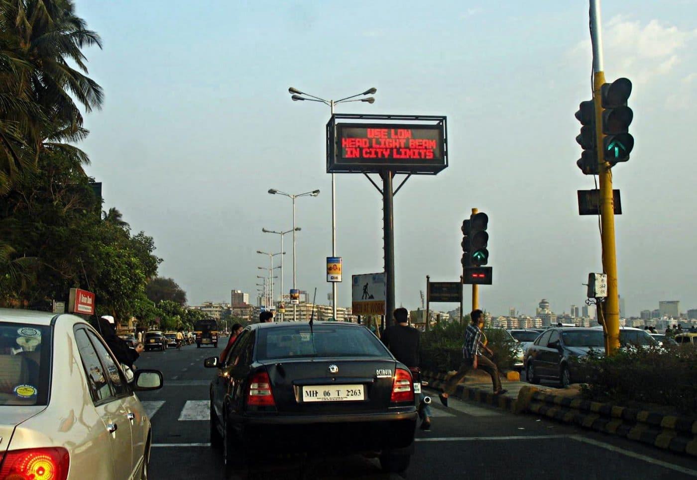 [ Gemeingefährlich! } KFC-Logo kann selbstfahrende Autos stoppen!